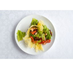 Салат с курицей с пармезаном