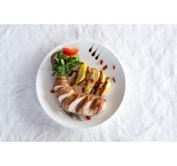 Куриное филе в беконе с картофелем с розмарином