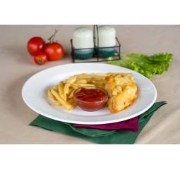Куриная грудка в с картофелем фри и кетчупом